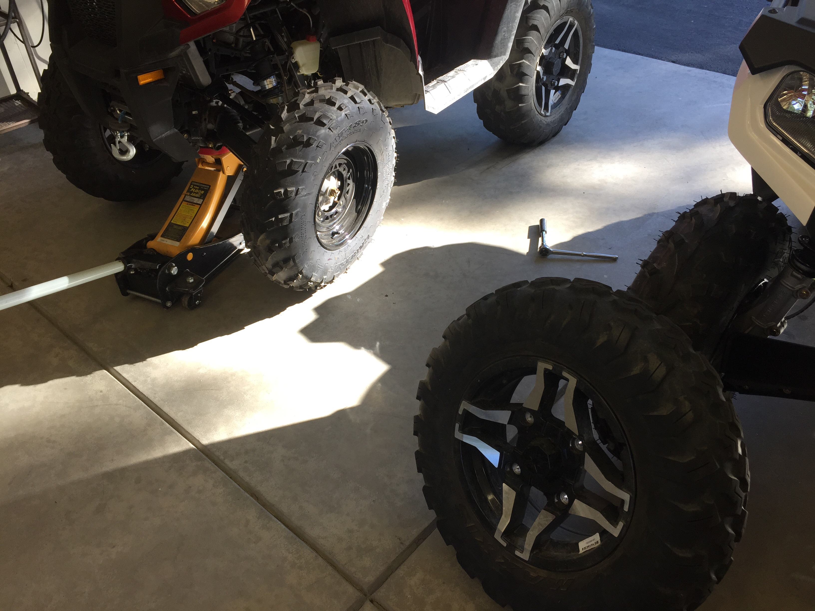 """570 12"""" whee570 wheels will NOT fit a 570SP.  Thor's definitive answer.-image.jpg"""